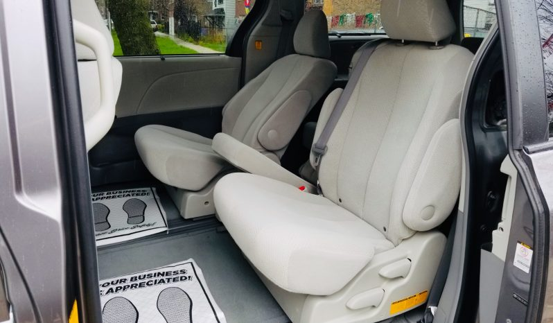 2011 TOYOTA SIENNA LE completo